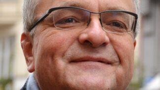 Politik Miroslav Kalousek slaví 59. narozeniny: Pár facek, břitký humor i opilecké žvatlání v rádiu