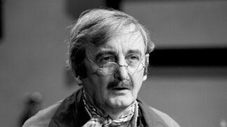 Plachý filmový hrdina Zdeněk Řehoř. Rodiče ho zavrhli, kamarádi se mu skládali na jídlo