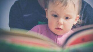 Pokud čtete pohádky už ročním dětem, děláte dobře. Vytvoříte jim skvělou slovní zásobu, zjistili vědci