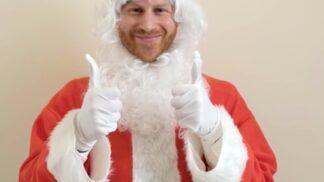 Princ Harry se převlékl za Santa Clause a zpříjemnil Vánoce dětem, které přišly o rodiče