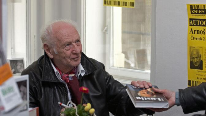 Moudrý spisovatel Arnošt Lustig se narodil před 93 lety: V dubnu 1945 uprchl z transportu smrti