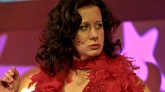 Moderátorka Ester Kočičková slaví 52. narozeniny. Komunisty nazvala prasaty, zvířatům se pak omluvila za urážku