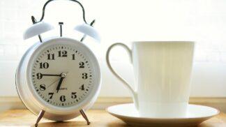 Nechce se vám ráno z postele? Vyzkoušejte tipy, jak se šetrně nastartovat do nového dne