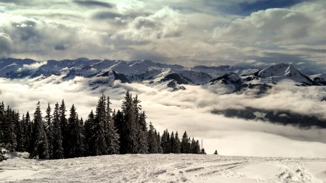 Lyžař Bank znovu vyráží do Kitzbühelu. A není sám!