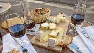 Není víno jako víno: Jaké se hodí k dušenému hovězímu, vepřovému na pánvi nebo guláši?