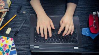Jste workoholik? Příznaky, které by vás měly varovat před stresujícím životním stylem