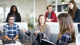 Zdravé vztahy (nejen) na pracovišti. Musíte se umět vymezit a ohradit # Thumbnail