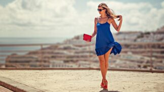 Barva letošního roku? Klasická modrá číslo 19-4052 jako symbol začínající dekády