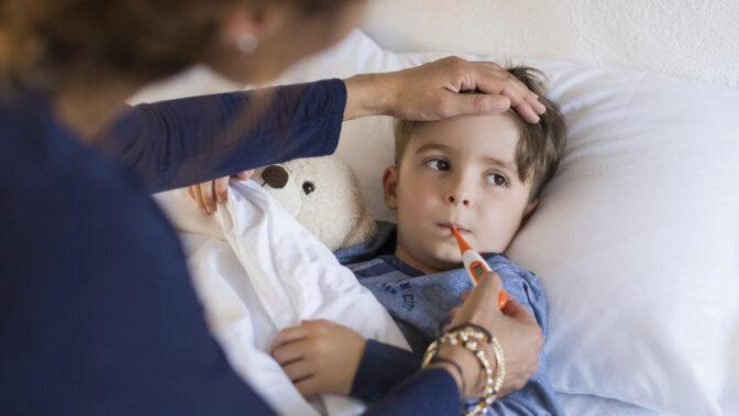 Dítě s horečkou: Jak postupovat při jeho ošetřování a na co dávat vždy pozor?
