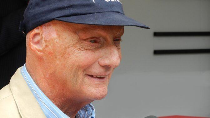 Niki Lauda by oslavil 71. narozeniny: Zůstal uprostřed plamenů ve více než 900 °C, za šest týdnů znovu závodil