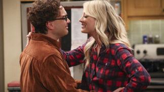 """Vyznává """"netradiční"""" manželství a doufá v obnovení seriálu. Jak žije herečka Kaley Cuoco alias Penny z Teorie velkého třesku # Thumbnail"""
