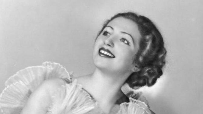 Krásná baletka Franceska. Přímo v plynové komoře se poprala s nacisty, jednoho zastřelila jeho vlastní zbraní