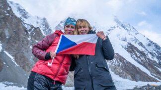 Dokument K2 vlastní cestou: Klára Kolouchová dala výstup na druhou nejvyšší horu světa až napotřetí