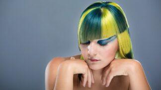 Módní barvy vlasů: Vede přirozenost i extravagantní úlety