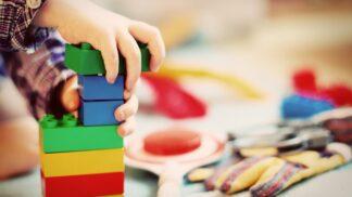 Dětské úrazy v karanténě. Nejčastější jsou opařeniny, řezná poranění a škrábance