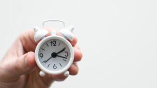 Nepříznivé dopady přechodu na letní čas: Nesoustředěnost, únava a špatné usínání