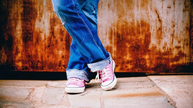 Módní tenisky: Nebojte se barev ani kombinací se šaty