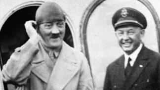 Zakázané snímky Hitlera! Tyto fotografie chtěl diktátor zničit, protože ho prý ztrapňovaly