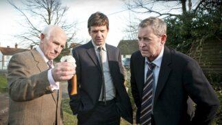 Na Vraždách v Midsomeru se scenáristi vyřádili: Mordovali gilotinou i tankem