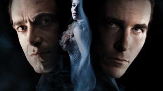 Mysteriózní drama Dokonalý trik: Mrtvola na konci otevře v záběru oči, bratři Nolanovi psali scénář šest let
