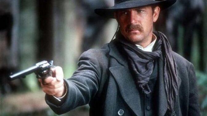 Velkolepý americký western Wyatt Earp: Vykoupené kostýmy zpozdily natáčení, film nezachránil ani Kevin Costner
