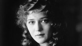 """Hvězda němého filmu Mary Pickford: Říkali jí """"dívka se zlatými lokýnkami"""", životní lásku tajila"""