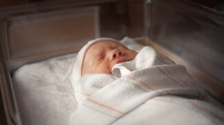 Průlomový převrat. Dítě, které se v Austrálii narodilo matce nakažené koronavirem, nemuselo do izolace # Thumbnail