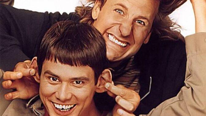 Zajímavosti o komedii Blbý a blbější: Zub Jima Carreyho byl reálně zlomený, za parťáka si přál Nicolase Cage, ten odmítl