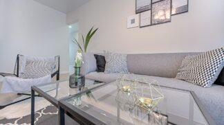 Dekorativní prvky, které zútulní váš obývací pokoj