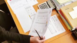 Daň zpříjmů: Základní informace. Jak funguje? A liší se pro zaměstnance a OSVČ?