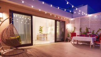 Posviťte si na zahradu a vytvořte vní příjemnou atmosféru
