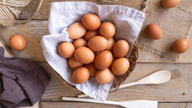 Dnes se slaví Mezinárodní den vajec: Umíte je správně vybrat i skladovat?