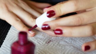 Krásně nalakované nehty? Kouzlo spočívá v několika jednoduchých tricích # Thumbnail