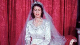 Tisíce perel i zlaté nitě: Podívejte se na ikonické svatební šaty slavných panovnic