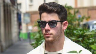 Nick Jonas ve finále The Voice poděkoval novou písní všem zdravotníkům. V klipu si zahrála i jeho žena # Thumbnail
