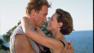 Akční film Pravdivé lži: Arnold Schwarzenegger během natáčení málem zemřel, Jamie Lee Curtis odmítla kaskadéra # Thumbnail