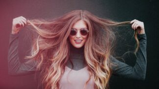 VELKÝ HOROSKOP ÚČESŮ: Pro jaké znamení se hodí temperamentní krátké vlasy, a kdo vypadá skvěle v loknách? # Thumbnail