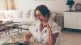 Thumbnail # Helena (49): Manžel se pomátl, čistí náš byt od mrtvých duší kyvadlem