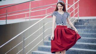 Trendy sukně na léto: Nesmrtelná džínovina i překvapivý závan minulého století