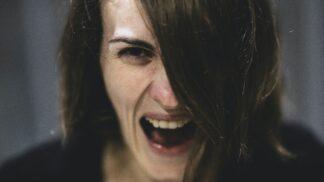 Jste podvedená či podvedený? Expertka radí, jak psychicky náročnou nevěru ustát co nejlépe # Thumbnail