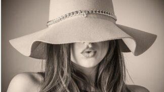 Jak si vybrat letní klobouk? Řiďte se tvarem obličeje a materiálem # Thumbnail