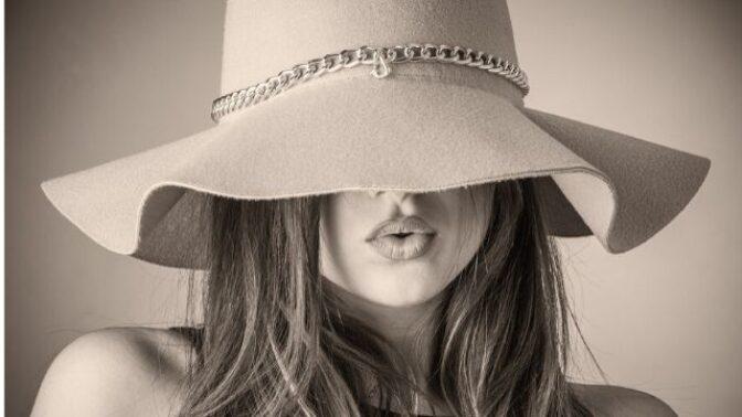 Jak si vybrat letní klobouk? Řiďte se tvarem obličeje a materiálem