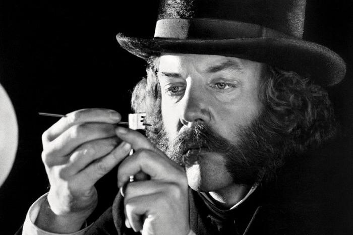 Thumbnail # Hvězda filmu První velká vlaková loupež Donald Sutherland: dostal se ze dna na vrchol. Přemohl i obrnu
