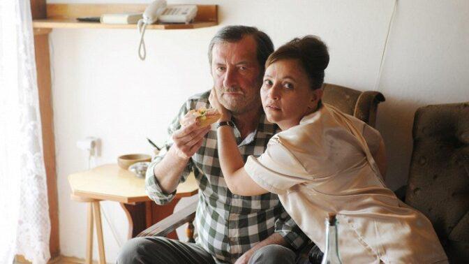 Film Domácí péče: Alena Mihulová musela zestárnout a se stříkačkami jí to vůbec nešlo