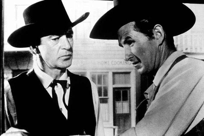 Thumbnail # Divoký Gary Cooper z filmu V pravé poledne: Sužovala ho chronická bolest, nespasil ho ani papež