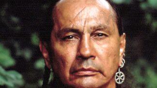 Thumbnail # Hvězda filmu Poslední Mohykán Russell Means: rval se za práva indiánů, skolila ho až rakovina