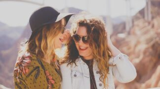 Thumbnail # Leona (29): Miluji svou nejlepší kamarádku, jenže ona má přítele. Mám jí to říct?