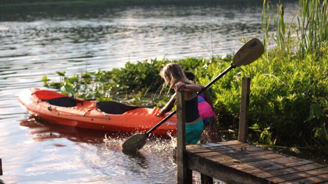 S dětmi na vodě: Od kdy se mohou stát malými vodáky a co musíte mít s sebou?