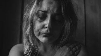 Ludmila (50): Manžel měl mozkovou mrtvici. Slib mi nedovoluje odejít, ale jsem na dně