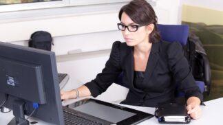 Thumbnail # Žaneta (28): V kanceláři se mi začaly ztrácet věci. Z chování kolegy se mi dělá špatně